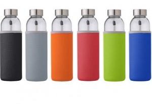 Glas-Trinkflasche mit farbiger Neopren-Schutzhülle